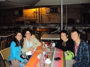 2011 Ebenisteria i Forja. Olatz i Samuel amb dues professores.